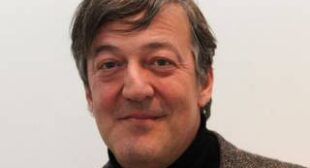 Stephen Fry joins demand to end NSA and GCHQ mass surveillance