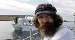 62 yo Russian solo sailor crosses Pacific on rowboat covering 17,000km in just 162 days