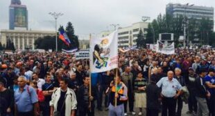"""""""No to war!"""" Thousands of miners protest Kiev'€™s crackdown on E. Ukraine"""