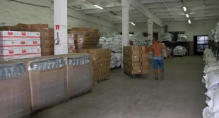 Russian humanitarian aid distribution begins in E. Ukraine