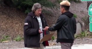 Blogger films how homeless man spent $100 on charity, raises over $94k in crowdfunding