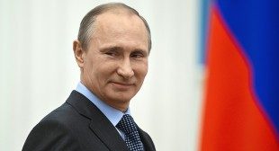 Rosencrantz, Guildenstern and King Hamlet might be dead – but Putin's the ghost in everybody's room