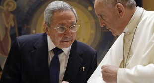 Castro meets Pope, promises to go 'back to praying & church'