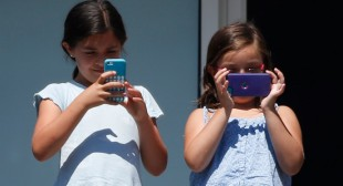 Nearly 200 scientists warn of cellphone health risks
