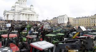 600+ tractors in downtown Helsinki as Finnish farmers decry anti-Russian sanctions