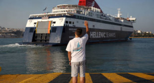 Greece sells largest port Piraeus to Chinese company
