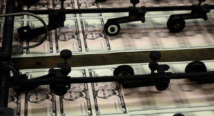 Skyrocketing US debt can't be supported by dollar printing forever, crisis may be coming – analyst