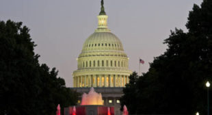 US Lawmakers to Introduce Bill to Sanction Russia's Sovereign Debt