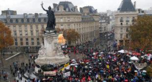 'Trump means war': Hundreds protest US president's WWI centenary visit to Paris (VIDEO)