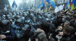 Scuffles with police as thousands of Ukrainians protest shelving of EU trade deal