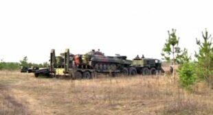Defensive blockade: Activists stop Kiev'€™s military trucks heading to Russian border