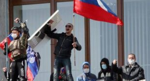 "Donetsk protesters claim independence from Ukraine and ask Russia for military help |€"" video"