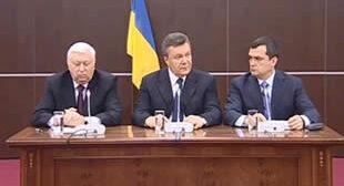 "Ukraine on brink of civil war after blood was spilt in east -€"" Yanukovich"