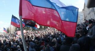 Eastern Ukrainian city of Donetsk rallies in favor of independence referendum