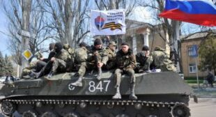 Dozens of Ukrainian troops surrender APCs, withdraw from Slavyansk