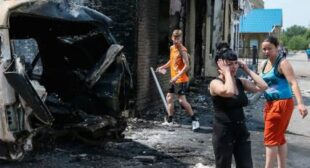 E. Ukraine warzone: Demolished houses, fires after heavy shelling (VIDEOS)