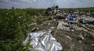 Armed Australian soldiers, police to deploy to MH17 crash site