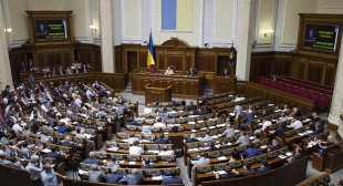 Ukraine President dissolves parliament, paves way for early election