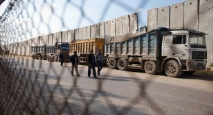 Gaza cut off: Israel closes border crossings indefinitely