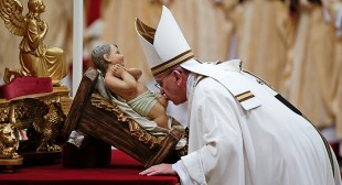 """""""God stronger than darkness & corruption"""": Pope delivers Christmas message"""