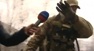 Military-clad English-speakers caught on camera in Mariupol shelling aftermath