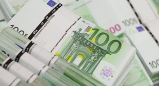 Euro slides on Greece default fears
