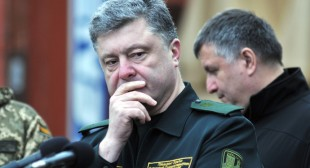 Ukraine army shelling: 'Naïve to think Poroshenko does it on his own'
