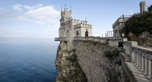 "Ukraine plans to seize Russian foreign property to compensate  for ""lost"" Crimea"