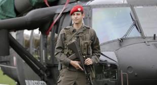 Austria deploys army to boost refugee checks, Slovakia brings back border controls