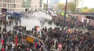 German police deploy water cannon as far-right, antifascists rally in Cologne (PHOTOS,VIDEO)