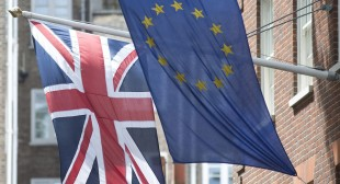 US official warns Britain to stay in EU or risk trade restrictions