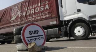 Blockade of Crimea? Ukraine suspends cargo traffic to and from peninsula