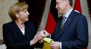 'Political Survival': Merkel Needs Erdogan to Stay in Power
