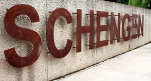End of the Road? Euro May Go Under if Schengen Dissolves