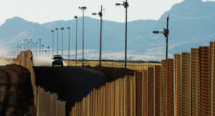 US Border Agents Scouring Travelers' Electronic Devices at Record Clip