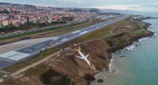 Plane hangs horrifyingly close to Black Sea after runway slip (VIDEO, PHOTOS)