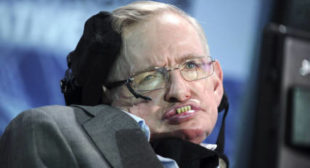 Stephen Hawking challenges Jeremy Hunt at High Court over NHS 'privatization'