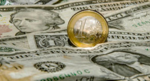 Farewell to Greenbacks? EU Challenges Dollar Dominance With 'Stronger' Euro