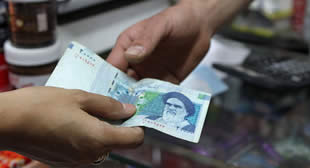 Iran, Russia Turn to Trade in National Currencies to Ditch Dollar