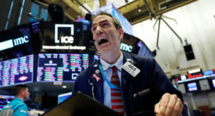 US Dow Plummets Nearly 3,000 Points as Trump States COVID-19 Outbreak Could Last Months